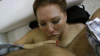 Прекрасная девушка с сочным телом занялась сексом с новым другом