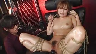 Азиатку привязали к креслу и подрочили ей пизду вибратором и пальцами