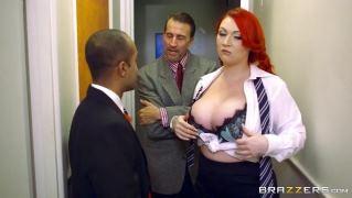 Очень страстную офисную шлюшку выебал в пизду ее босс